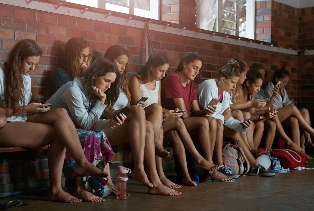 5 de cada 10 adolescentes tienen el celular al alcance de su mano 12 horas por día