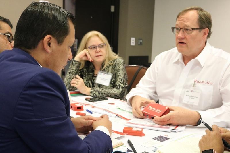 Empresarios de Rhode Island destacan oportunidades de textiles, tecnología y manufacturas en Colombia