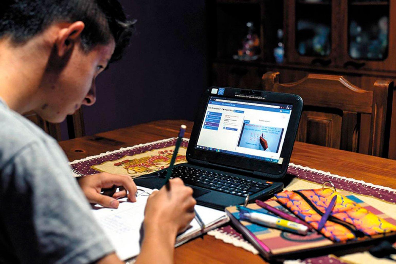 Cómo mantener la seguridad de los datos cuando se enseña a los niños en casa